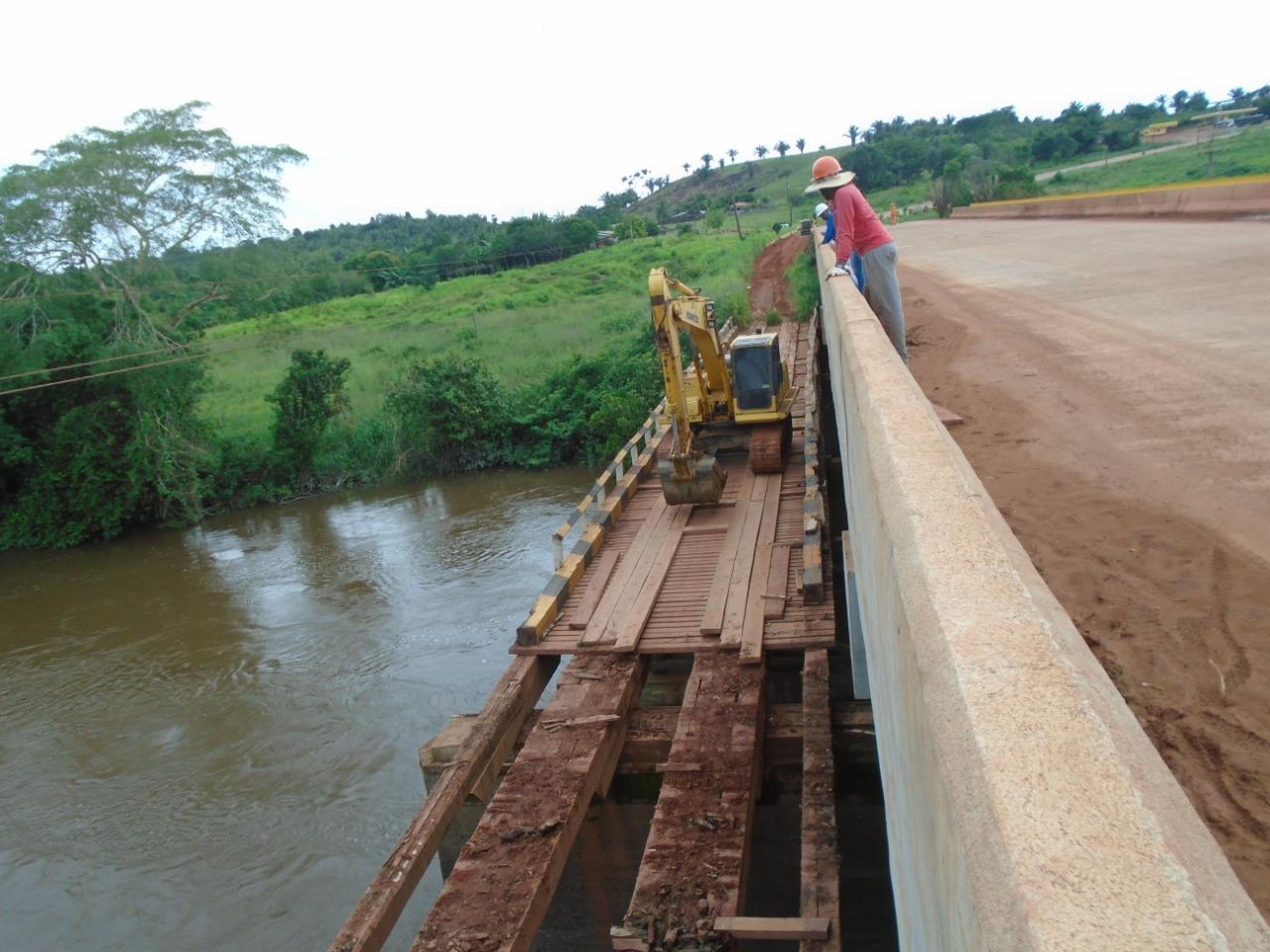 Lote 03 OK retirada da ponte de madeira do rio arataú lote 3