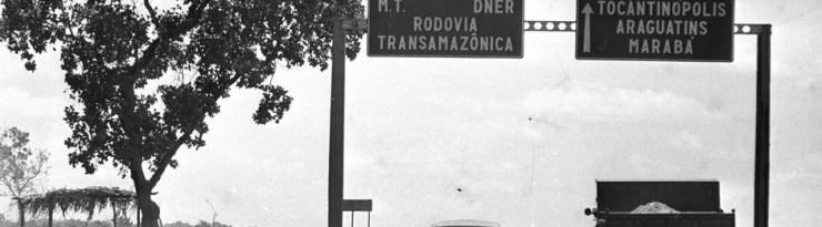 Início da Transamazônica no entroncamento com a rodovia Belém-Brasília  - Foto: Orlando Brito - 13/10/1973